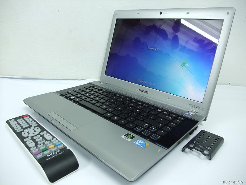 Samsung RV 409 i3-2330 màu trắng 3d