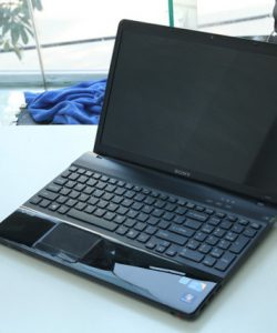1464326206Laptop-cu-Sony-Vaio-EB-VPCEB-(Core-i7-640M-4GB-640GB-Intel-HD-Graphics-15.6-inch)-3
