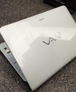 Laptop-cu-Sony-Vaio-SVE15-mau-trang-Core-i5-3210M-4GB-500GB-Intel-HD-Graphics-4000-15.6-inch)-3