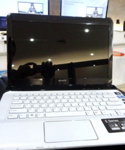 122-laptop-sony-vaio-sve14115fw-4
